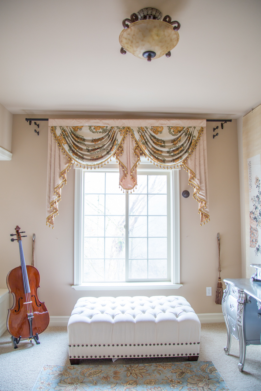 Embossed Daisy Overlapping Swag Valance Curtains