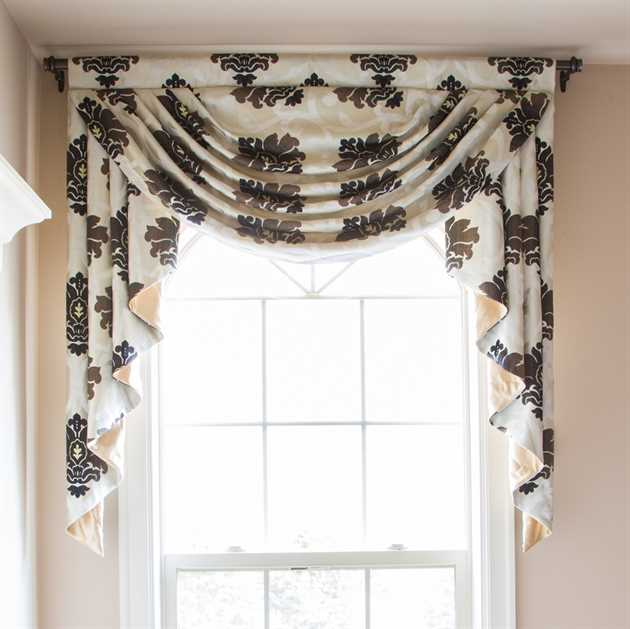 Picture of Black & White Floral Valance